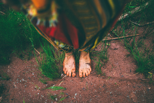 Woman standing barefoot in forestの写真素材 [FYI03619356]