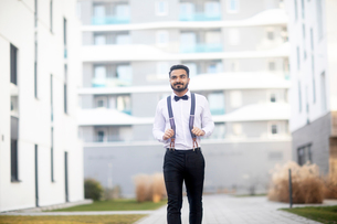 Businessman having walk around residential buildingsの写真素材 [FYI03619664]