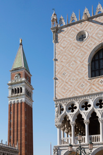 National Library of St Mark's, Campanile bell tower and Doge's Palace, St Mark's Square, San Marco dの写真素材 [FYI03620341]
