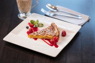 Fruit frangipane tart dessert at Italian Restaurantの写真素材 [FYI03620593]