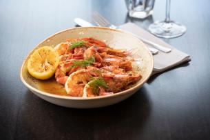 Prawns in chili sauce at Italian Restaurantの写真素材 [FYI03620594]