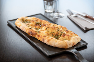 Garlic and herb Pinsa at Italian Restaurantの写真素材 [FYI03620607]