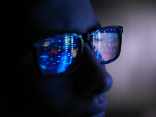 Genetic research, computer screen reflection in spectacles of DNA profile, close up of faceの写真素材 [FYI03620874]