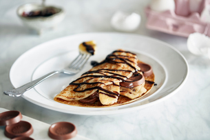 Banana chocolate pancake with chocolate sauceの写真素材 [FYI03621001]