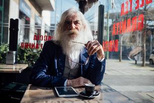 Senior businessman in cafe, Milano, Lombardia, Italyの写真素材 [FYI03621309]