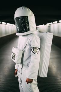 Astronaut on covered bridgeの写真素材 [FYI03621369]