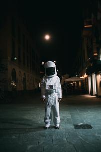 Astronaut on street at nightの写真素材 [FYI03621413]