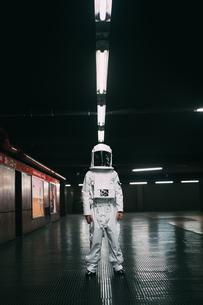 Astronaut on train platform at nightの写真素材 [FYI03621416]