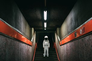 Astronaut on stairway in train platformの写真素材 [FYI03621419]
