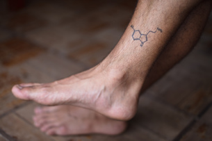 Tattoo of molecule serotonin on shin of manの写真素材 [FYI03621679]