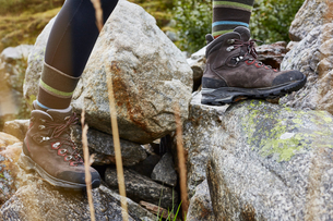 Female hiker stepping onto rock, close up of hiking bootsの写真素材 [FYI03621693]