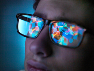 Biotechnology research, computer screen reflection in spectacles of new molecular formula in laboratの写真素材 [FYI03622202]