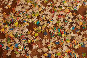 Jigsaw puzzle pieces on wooden floorの写真素材 [FYI03622361]
