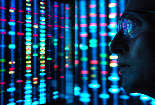 Genetic Research, scientist viewing DNA information on screensの写真素材 [FYI03622606]