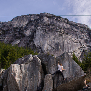 Climber bouldering in forest, Squamish, Canadaの写真素材 [FYI03624547]