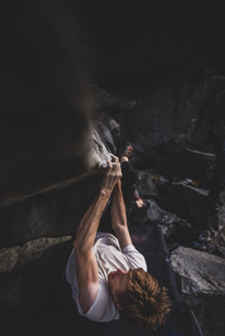 Climber bouldering in forest, Squamish, Canadaの写真素材 [FYI03624554]
