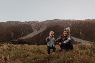 Mother and baby exploring wilderness, Wanaka, Taranaki, New Zealandの写真素材 [FYI03624975]
