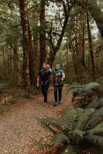 Parents with baby exploring forest, Queenstown, Canterbury, New Zealandの写真素材 [FYI03625047]