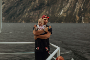 Father with baby on lake cruise, Queenstown, Canterbury, New Zealandの写真素材 [FYI03625061]