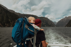 Father with baby on lake cruise, Queenstown, Canterbury, New Zealandの写真素材 [FYI03625063]