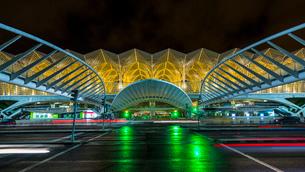 Oriente Station, International Convention Center at night, Lisbon, Portugalの写真素材 [FYI03625161]