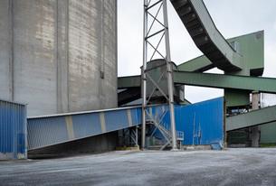Public road runs through vast cement factory, Slite, Gotlands Lan, Swedenの写真素材 [FYI03625735]