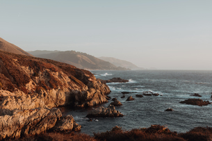 Scenic view of cliffs and misty coastline, Big Sur, California, United Statesの写真素材 [FYI03626420]