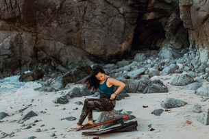 Woman with flippers and speargun on beach, Big Sur, California, United Statesの写真素材 [FYI03626444]