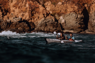 Friends kayaking in sea, Big Sur, California, United Statesの写真素材 [FYI03626452]