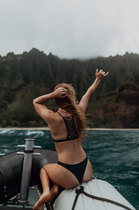 Woman enjoying boat ride, Property Released (PR)inceville, Hawaii, USの写真素材 [FYI03626554]
