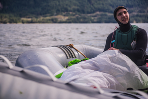 Man travelling on inflatable boat, Squamish, Canadaの写真素材 [FYI03626685]