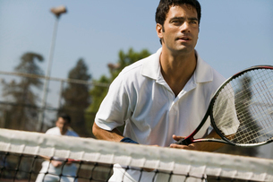 Male doubles tennis players waiting for serve  front viewの写真素材 [FYI03627008]