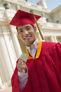 Graduate Holding Medal  portraitの写真素材 [FYI03627175]