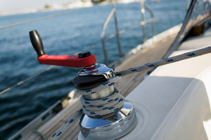 Sailing winch  (close-up)の写真素材 [FYI03627386]