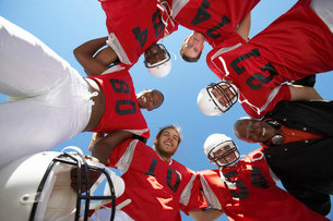 Football Players and Coach in Huddle  view from below  (viの写真素材 [FYI03627392]
