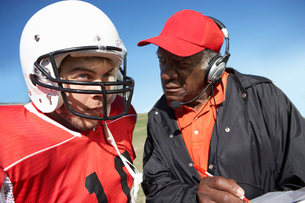 Coach talking to football player  close-upの写真素材 [FYI03627395]