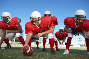 Offensive line ready to hike football on fieldの写真素材 [FYI03627397]