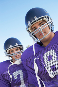 Two Football Players outdoors  portrait  (portrait)の写真素材 [FYI03627409]