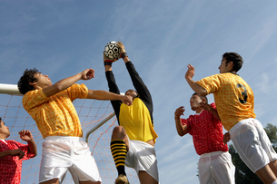 Soccer players jumping for ballの写真素材 [FYI03627423]