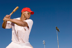 Baseball batter preparing to hit ballの写真素材 [FYI03627753]