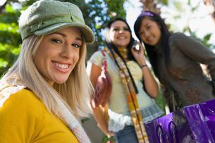 Teenage girls (16-17) smiling  outdoors  (portrait)の写真素材 [FYI03627770]