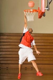 Basketball player missing slam dunkの写真素材 [FYI03627830]