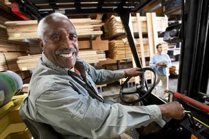 Forklift Driver on forklift in Lumber Warehouseの写真素材 [FYI03627958]