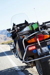 Police motorcycle standing on side of desert road  rear viの写真素材 [FYI03628044]