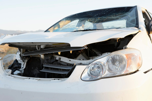 Front end of wrecked car on desert highwayの写真素材 [FYI03628050]