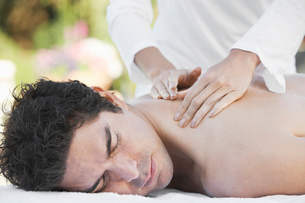 Man Receiving a Massage  head and shouldersの写真素材 [FYI03628146]