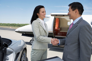 Business People standing near sports car and private airplの写真素材 [FYI03628156]