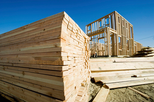 Stack of lumber  frame of house under constructionの写真素材 [FYI03628185]