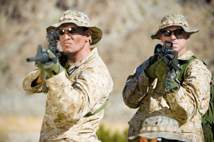 Armed soldiers standing side by side  outdoorsの写真素材 [FYI03628273]