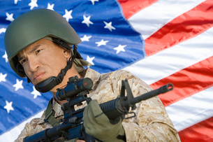 Soldier holding rifle in front of United States flag  (porの写真素材 [FYI03628305]